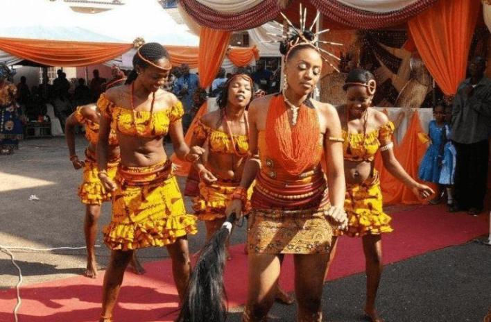 Igbo ladies dancing