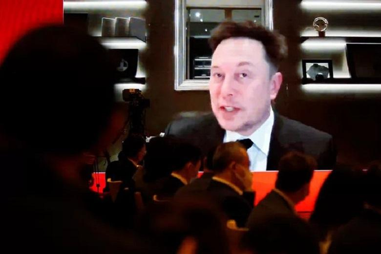 """Musk contradicts concerns about """"espionage"""" with Teslas"""