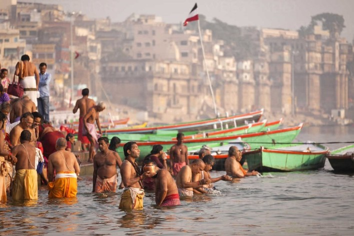 India, Uttar Pradesh, Varanasi, hindu worshippers bathing in the Ganges river