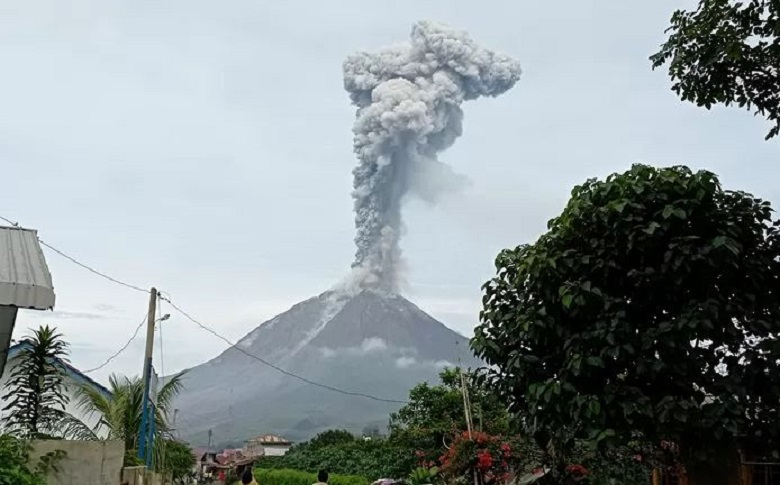 Indonesian volcano spews ash almost 3 kilometers high