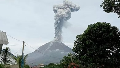 Indonesian volcano spews ash almost 3 kilometers high