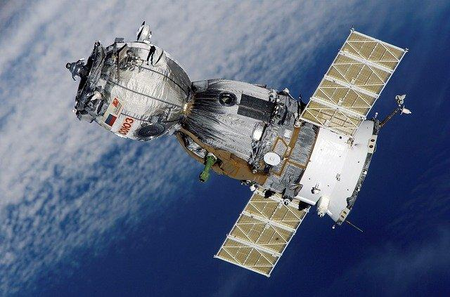 First Chinese fly to Heavenly Palace space station