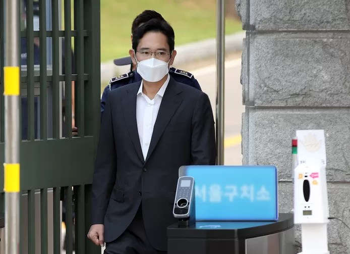 Samsung boss released early from prison to save South Korean economy