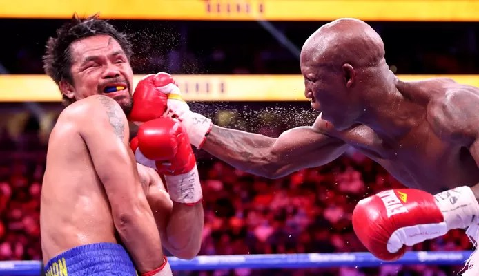Ugas with a heavy right to Pacquaio's jaw