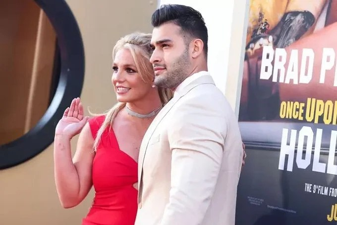 Sweet Britney Spears spotted looking for an engagement ring