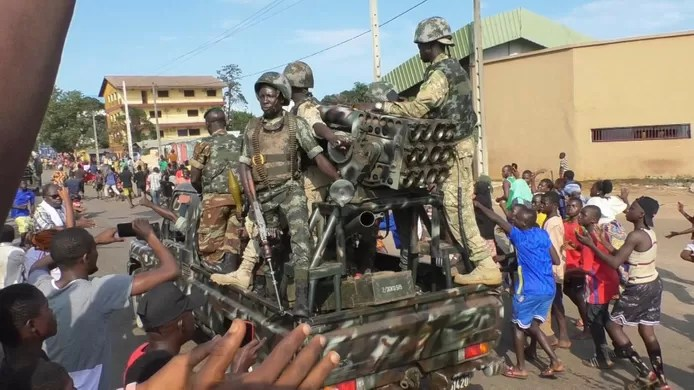 Coup attempt in Guinea: coup plotters introduce a curfew