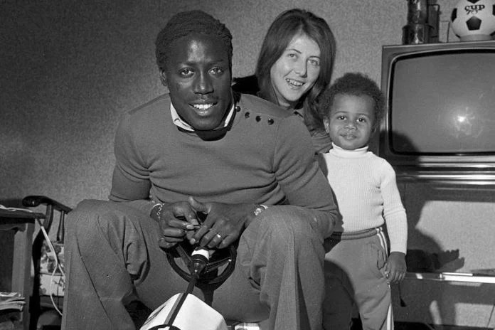 Jean-Pierre Adams, Bernadette his wife with and his child