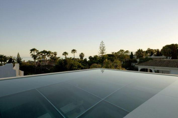 You've never seen this: Spanish villa with pool that floats above terrace