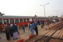 En gare de Yaoundé, l'arrivée du train venant du nord / In Yaoundé main station, the arrival of the train coming from North Cameroon