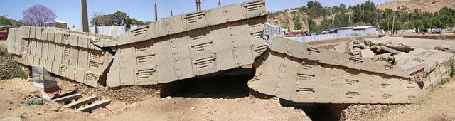 L'une des stèles funéraires du site de May Hedja