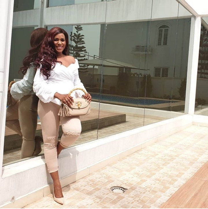 Nigerian Celebrity Style Linda Ikeji In White And Beige Outfit