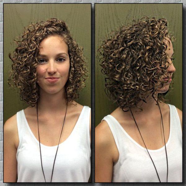 Pokládání difuzoru na kudrnatých vlasech