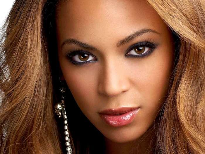 """Esta imagen se acompañaba con el texto """"Beyonce apuesta por las trnasparencias"""" Fotografía de mas23tv.com"""