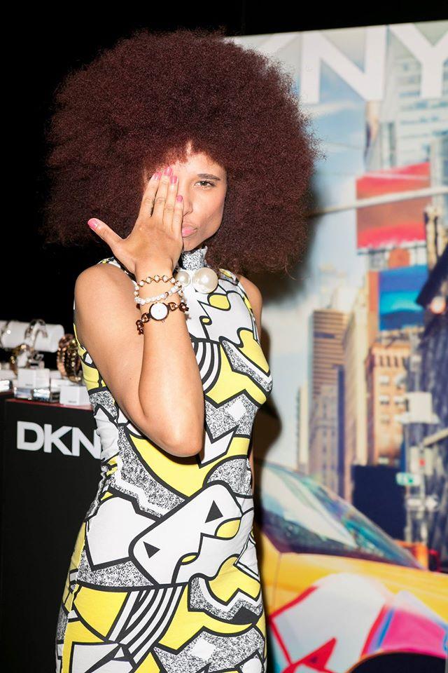 con los relojes de DKNY