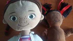 muñecas negras que se aclaran