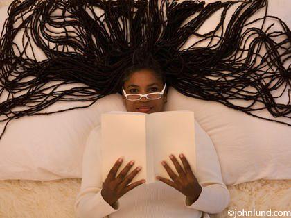 10014200237-Ethnic-Woman-Reading