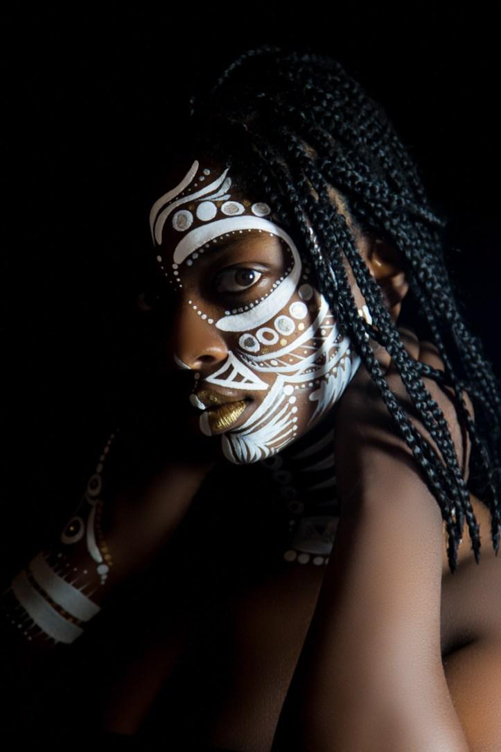 ¡Vuélvete a África!