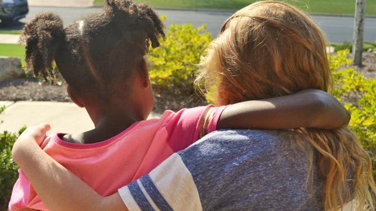 Para la mujer blanca que quiere saber cómo ser mi amiga: una guía feminista negra para la solidaridad interracial