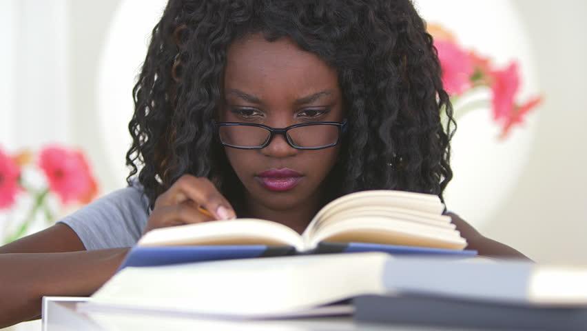 Algunas escritoras afrocolombianas que deberías conocer y leer