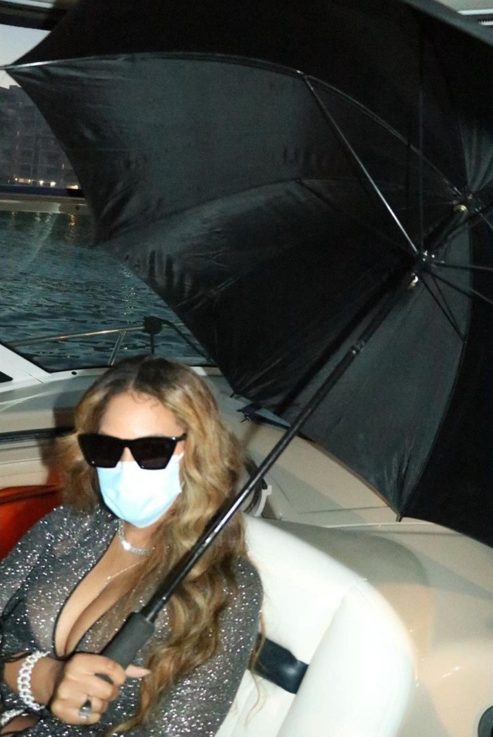 Beyonce Looked Stunning in Sexy Gown on a Boat Cruise with Close Friends in Miami