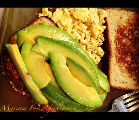 Toast With Avocado and Scrambled Eggs_Afrolems