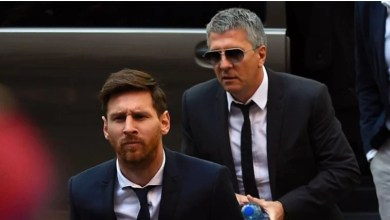Photo of Messi to MANCITY? Lionel Messi's father 'is already in England negotiating a two-year deal with Manchester City' after the Argentine star told Barcelona he wants out