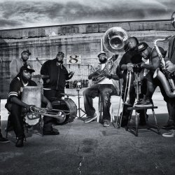 Foto de The Hot 8 Brass Band 3