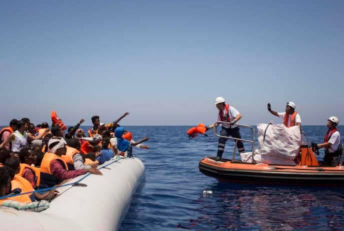 Plus de 45 migrants en détresse dans la Méditerranée ont été sauvés par les garde-côtes tunisiens.