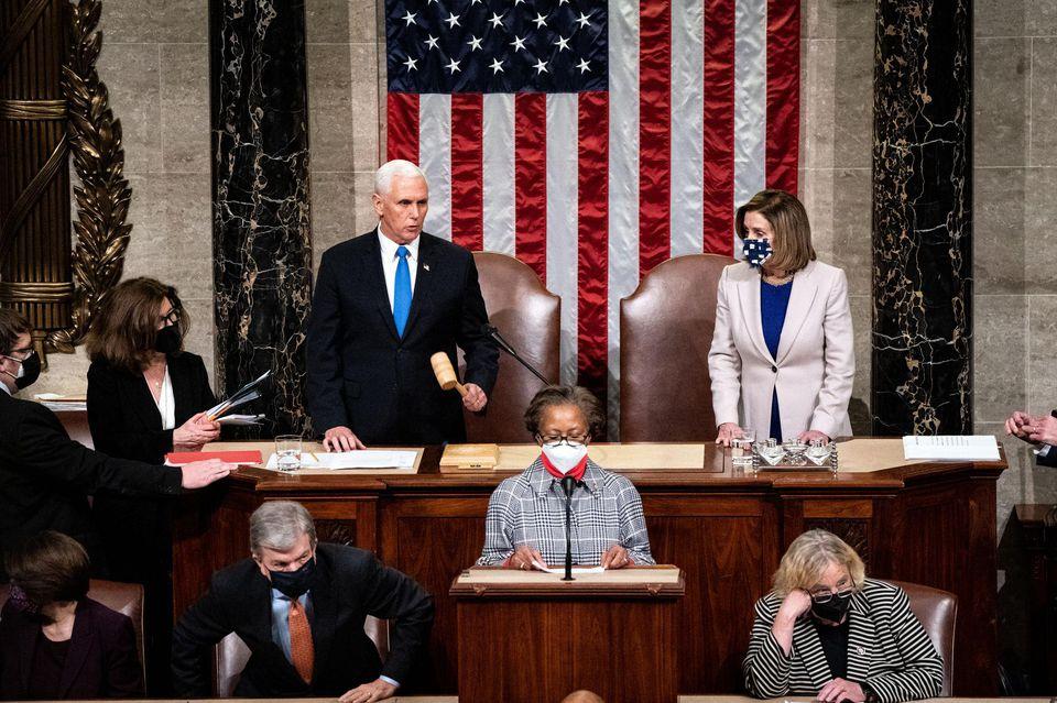 Etats-Unis: Après le chaos du capitole, la victoire de Joe Biden validée par le Congrès