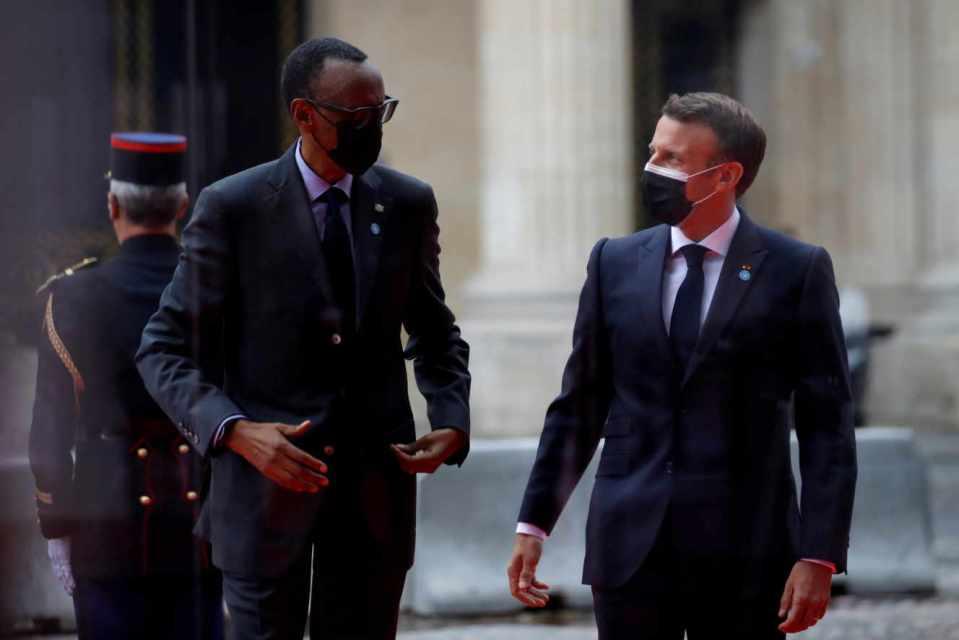 """Macron au Rwanda : """"Je viens reconnaître la responsabilités de la France"""" dans le génocide de 1994"""