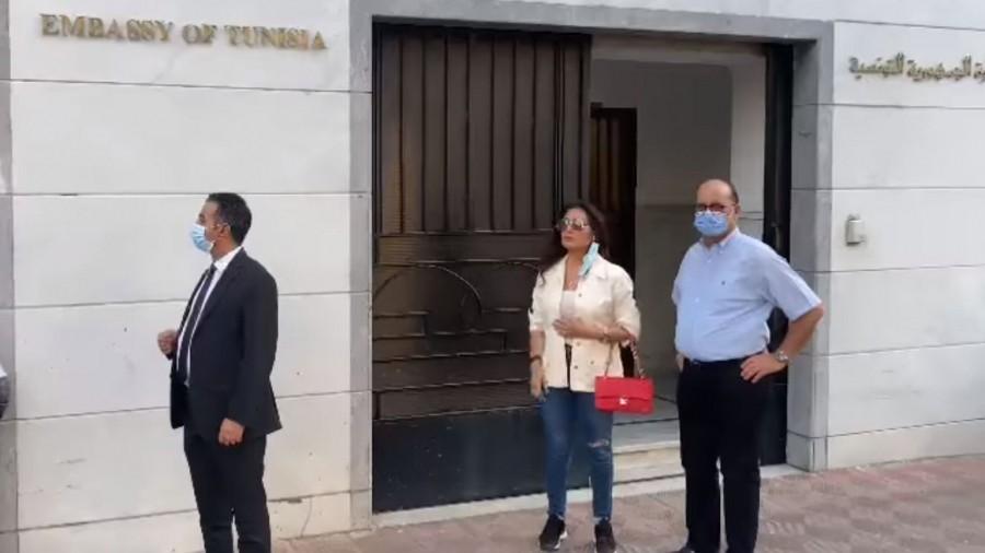 La chanteuse tunisienne Latifa Arfaoui fait don de 100 concentrateurs d'oxygène aux hôpitaux (Vidéos)