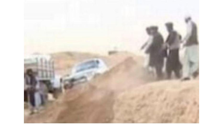 Des voyous talibans assassinent des victimes et jettent des corps dans des fosses communes malgré la promesse d'un transfert pacifique du pouvoir (photos)