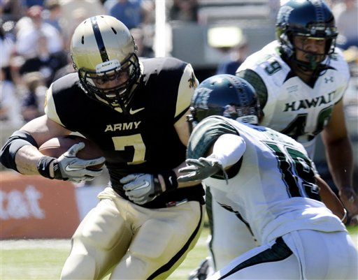 Army's Jared Hassin tries to elude Hawaii's Richard Torres during the first quarter. Hassin finished with 83 yards rushing and a touchdown on 20 carries.  (AP Photo/Hans Pennink)