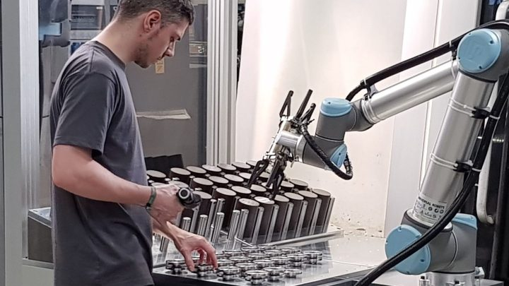 Roboter mit dem Namen Cobot sind jetzt bei der bilstein group im Einsatz.
