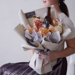A Ginger Beer, a mini UNO Card with Local Snacks in Bouquet Style, creative idea by AFTERRAINFLORIST