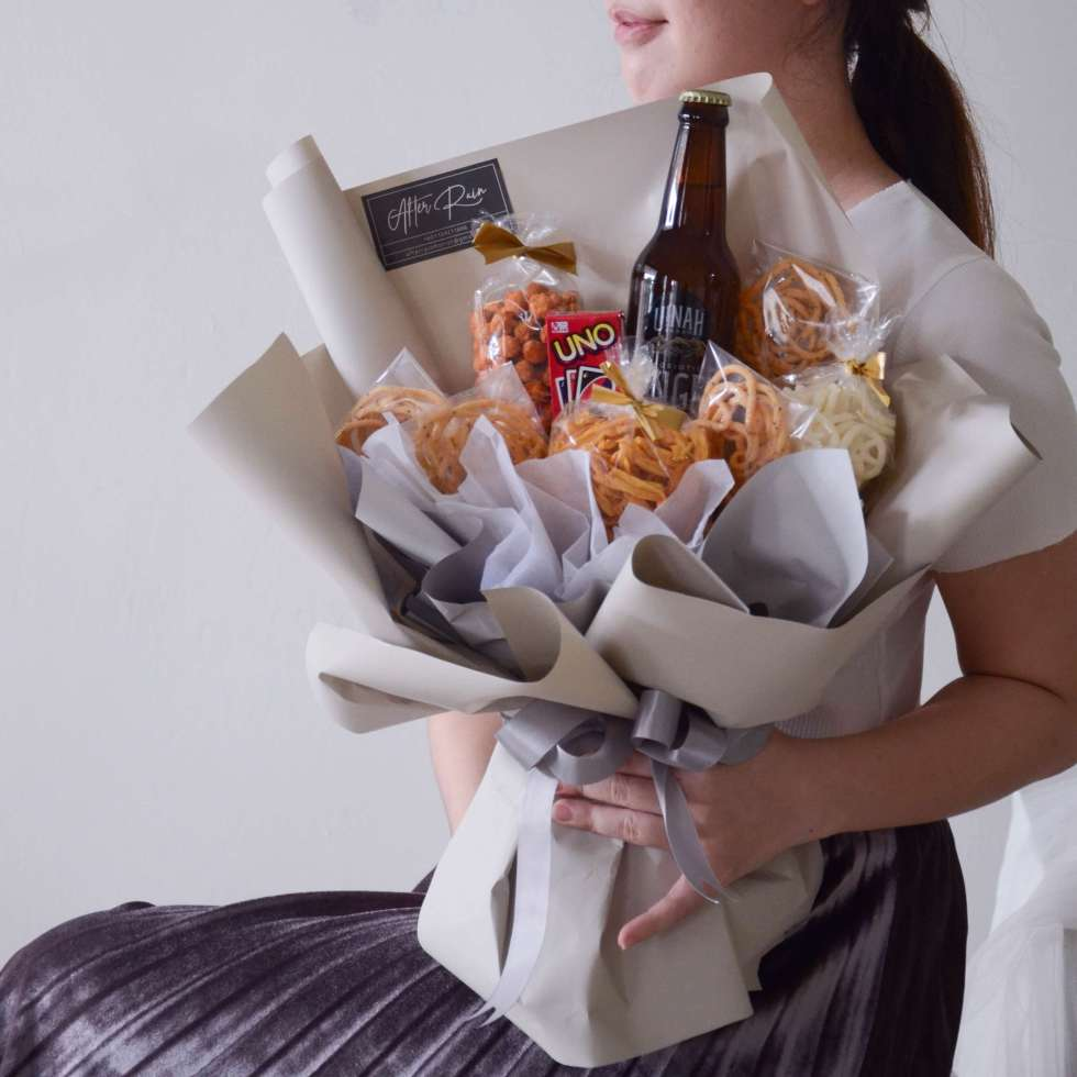 A Ginger Beer, a mini UNO Card with Local Snacks in Bouquet Style, creative idea by AfterRainFlorist, PJ Florist