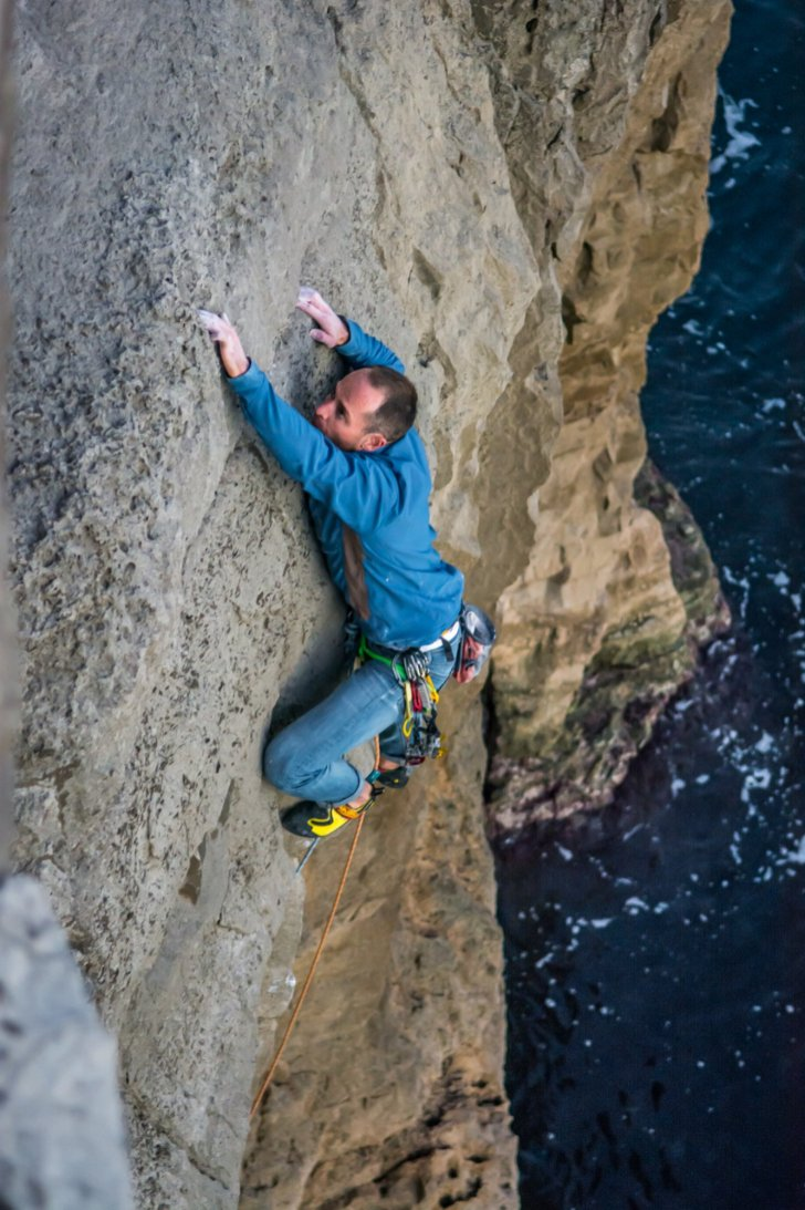chris-weedon-first-ascent-of-now-or-never-e4-6a-fishermens-ledge-swanage-05-11-2016