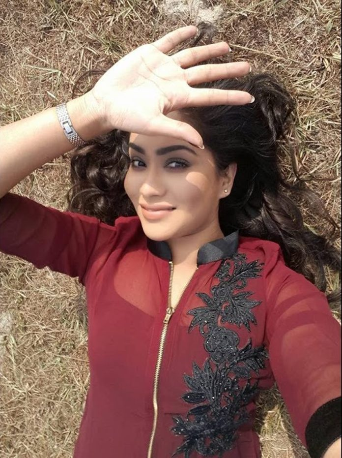 Zakia Bari Momo Latest Pictures & Short Bio 2