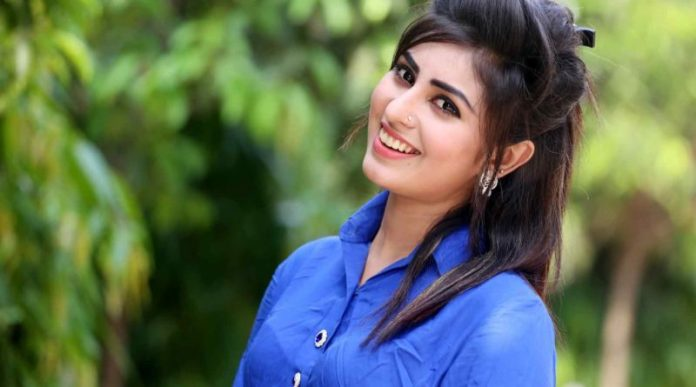 Anika kabir Shokh Short Biography & Pictures 12