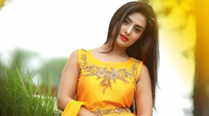 Bangladeshi Actress Nijhum Rubina Short Biography & Pictures 1