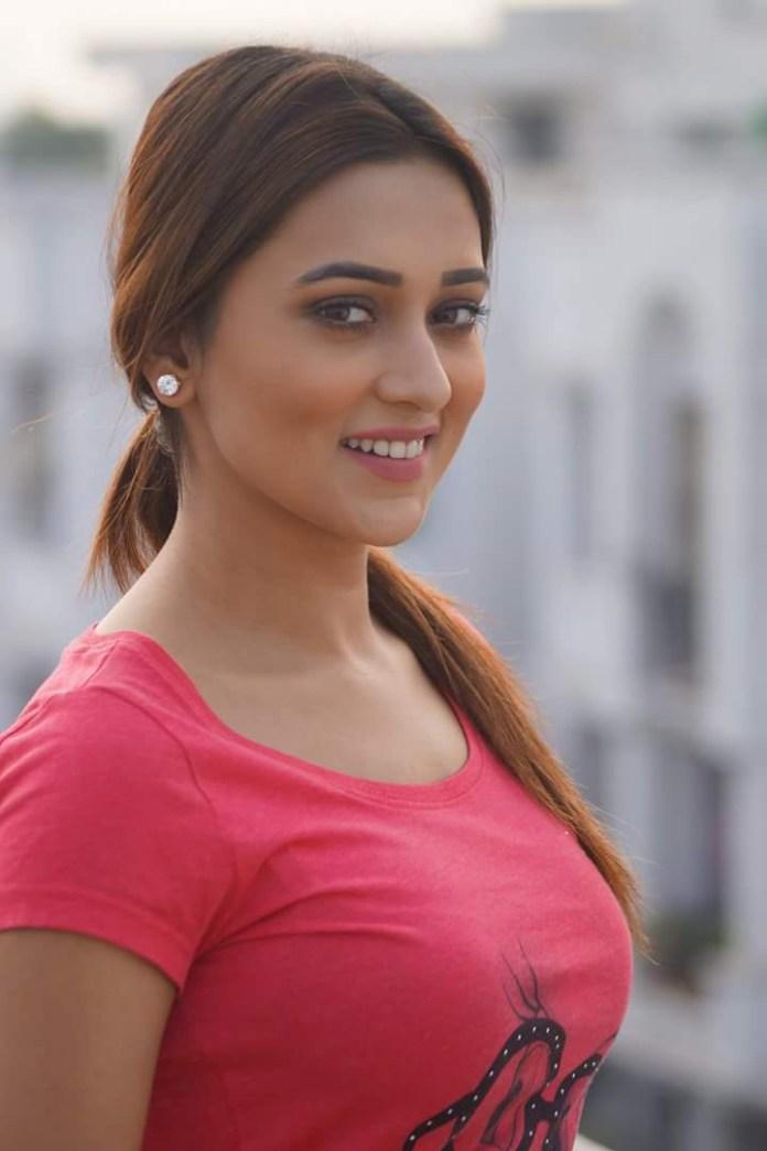 Mimi Chakraborty Hot Photos 18