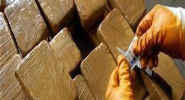"""الأمن يوقع بأخطر """"بزناس""""، وبحوزته أزيد من 35 كيلو غراما من الحشيش وجرعة واحدة من الكوكايين"""