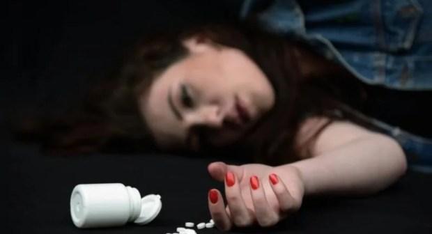 فتاة في ريعان الشباب تختار الإنتحار بسم الفئران ،بعد رفض والديها تزويجها من مهاجر يعيش في اسبانيا.
