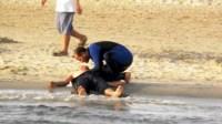 سائح يلفظ آخر أنفاسه بشاطئ أكادير بعد أن كان في حالة سكر طافح.
