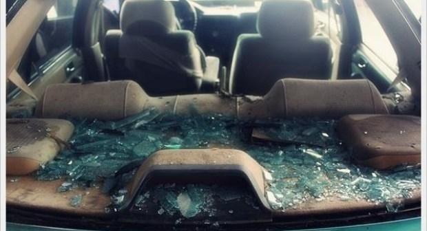 إنزكان (+فيديو): تهشيم زجاج عدد من السيارات و خدش صباغات الأخرى وسط استياء المالكين