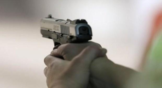 الرصاص يلعلع لتوقيف شاب كان يحمل سلاحا أبيض، وحاول الاعتداء به على مواطنين بالشاطىء