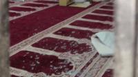 خطير:شخص يدخل المسجد حاملا سيفا ويهدد بذبح رجل مسن من الوريد إلى الوريد وهذه هي التفاصيل