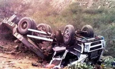 الطريق السيار أكادير مراكش تهتز من جديد على وقع حادثة سير مروعة بين شاحنتين, استنفرت الأجهزة الرسمية وعلى رأسها عامل الاقليم.