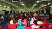 سابقة بأيت ملول:عمال يحتفلون بنهاية الموسم الفلاحي على إيقاع الفرح والغناء بدل الإضراب والاعتصام.