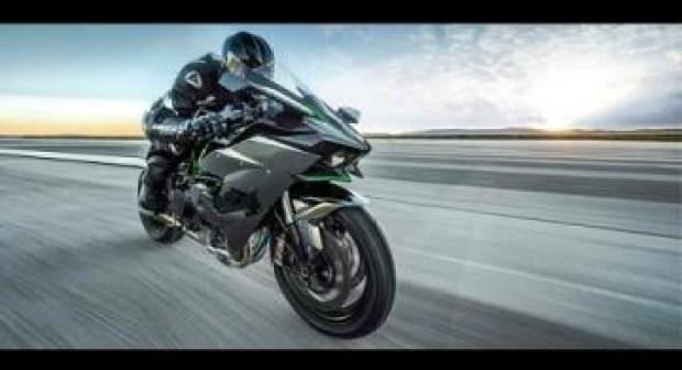 شاهد دراجة نارية يابانية بسرعة 400 كيلومتر في الساعة